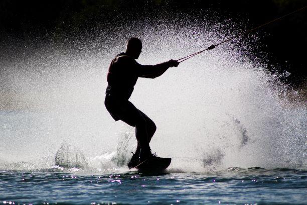 sporty wodne wakeboard surfing kontuzje